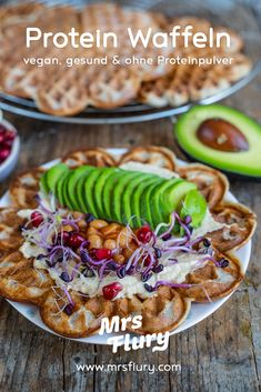 Healthy protein waffles vegan - without protein powder - Mrs Flury, Protein Desserts, Healthy Protein, Protein Snacks, Vegan Snacks, Healthy Waffles, Protein Waffles, Waffel Vegan, Bean Cakes, What Can I Eat