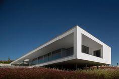 Lightness and Modern Simplicity: One-Level Casa Zauia in Algarve, Portugal