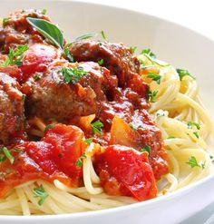 Healthy easy slow cooker meatballs and sauce, for a family friendly dinner, serve with spaghetti or zucchini, 408 calories, 10 Weight Watchers Points Plus Meatball Sauce, Meatball Recipes, Meatball Dish, Slow Cooking, French Onion Meatballs Recipe, Italian Meatballs, Mini Meatballs, Sauce Recipes, Pasta Recipes