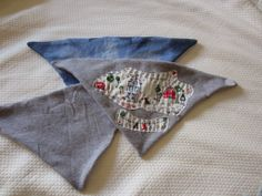 Crafty Sewing & Quilting: Triangle Drool Bibs for a Teething Baby