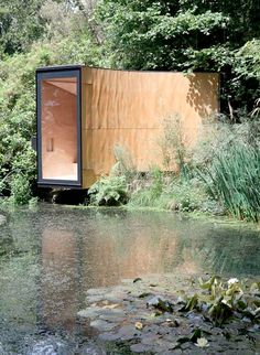 Forest Pond House, conceived as a meditation room and children's den, is a tiny cabin of in Hampshire designed by TDO Architecture. Green Architecture, Amazing Architecture, Architecture Details, Architecture Images, Exterior Design, Interior And Exterior, Tiny House, Tiny Cabins, Rustic Design