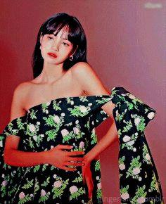 Kpop Girl Groups, Kpop Girls, Aesthetic Gif, Blackpink Lisa, Korean Artist, Cosplay Girls, Off Shoulder Blouse, Girl Fashion, Actresses