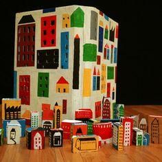 Ciudad con cajitas de cartón o bloques de madera pintadas [foto:by André da Loba]