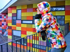 Tuomarilan päiväkoti ja julkisivuun sopiva takki   A day care center and a matching jacket @Facade Goes Fashion