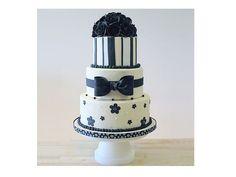 Bolo de casamento azul da Petal Crafts