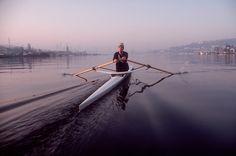 Seattle-Lake-Union-man-rowing-single-scull-0461.jpg 750×497 pixels