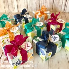 I love Stampin' Up!'s new crinkled Seam binding ribbons. They are so easy to tie and colors are so pretty. 💛新しいクリンクルド・シームバインディングリボンは、シワ加工がしてあるのでとても柔らかく結びやすいです。カラーもとてもステキ❤️#stampinup #stampinupjapan #akemigeary #everydaystamping #quickandeasy #cleanandsimple #ribbon #giftbox #envelopepunchboard #cardmaking #papercraft #スタンピンアップ #スタンピンアップジャパン #手作りカード#ペーパークラフト#無料体験教室 #三重県桑名市#桑名市 #習い事 #リボン #エンベロップパンチボード #ギフトボックス