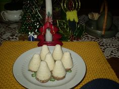 Na těsto smícháme všechny ingredience a namačkáme do úlových formiček, které vysypáváme práškovým cukrem. Necháme je 2 dny zaschnout. Pak uděláme... Christmas Sweets, Christmas Cookies, Ice Cream Candy, Sweet And Salty, Cake Cookies, No Bake Cake, Dairy, Pudding, Cooking