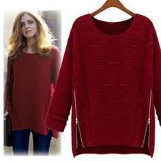 Бордовый свитер с симметричными замочками по бокам и круглым вырезом горловины