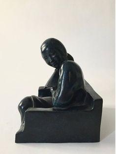 3/3 Gaston HAUCHECORNE (1880-1945) Chinoise à l'éventail -  Bronze d'édition numéroté 3/8 et signé. Patine verte. Cachet du fondeur. Hauteur: 19 cm Vente du 29 juin 2018 ESTIMATION:  100/135 € Résultat: 487,50 (avec frais acheteur)