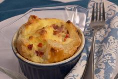 Panera Ham and Swiss Baked Egg Souffles - One of the easiest (and tastiest!) Panera copycat recipes you'll ever find. Straight from the tes - Breakfast Souffle, Breakfast Bread Recipes, Breakfast Dishes, Brunch Recipes, Breakfast Ideas, Souffle Pancakes, Mexican Breakfast, Breakfast Sandwiches, Breakfast Pizza