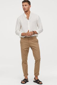 Chinos in washed cotton twill. Zip fly side pockets and welt back pockets. Slim fit - relaxed over thighs and tapered from knees down for a casual well-tailored look. Outfits Hipster, Hipster Clothing, Emo Outfits, Chinos Men Outfit, Latest Fashion Clothes, Fashion Outfits, Rock Outfits, Fashion Shoes, Fashion Accessories