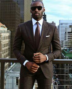 Gentleman Style 436778863851057864 - men's dark brown plaid suit, light blue oxford shirt, brown tie, white pocket square Source by poubellef Best Mens Fashion, Mens Fashion Suits, Men's Suits, Cool Suits, Blue Suits, Terno Slim Fit, Brown Suits, Brown Tie, Dark Brown
