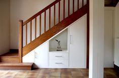 Meuble Escalier, Rangement Sous Escalier, Aménagement Sous Escalier, Petit  Salon, Espace Vide