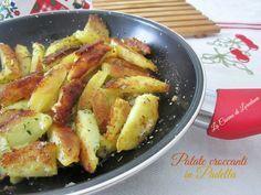 Le Patate croccanti in padella sono un contorno delizioso di patate morbide all'interno di un guscio croccante preparate con dei semplici accorgimenti