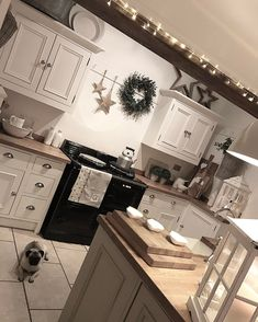 Not as cold this evening as it has been. It's very quiet here in this house with my Karl ion nights and I'm waiting for the twins to get back from a day out with their Gran. Oh well I'm getting lots of jobs done! Happy weekend everyone xx💗xx Cosy Kitchen, New Kitchen, Kitchen Decor, Kitchen Ideas, Cottage Shabby Chic, Cocinas Kitchen, Home Interior, Danish Interior Design, Beautiful Kitchens