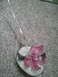 Gekloeppelte Blume im Glas. Meine Arbeit, mein Foto