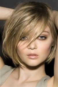Love this short bob. new summer look??