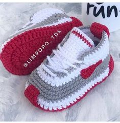 Crochet Baby Boots, Crochet Baby Sandals, Booties Crochet, Crochet Baby Clothes, Crochet Shoes, Crochet Slippers, Baby Booties, Knit Baby Shoes, Crochet Converse