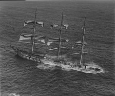 1,000 Epic Shipwreck Photos Reveal The Dangerous History Of Life At Sea