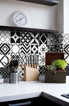 Carrelage mural adhésif look carreaux de ciment noir & blanc