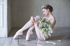 Vaganova Ballet Academy student Daria Ionova photographed by Darian Volkova. Ballerina Photography, Dance Photography Poses, Dance Poses, Ballerina Poses, Ballerina Dancing, Ballet Images, Ballet Pictures, Dance Pictures, Art Ballet
