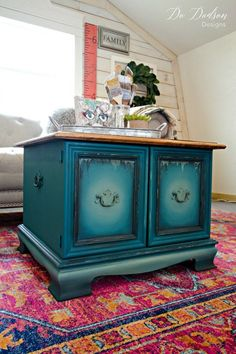 Vintage Furniture How I Created Different Furniture Paint Colors For My Modern Farmhouse Teal Furniture, Farmhouse Furniture, Colorful Furniture, Unique Furniture, Repurposed Furniture, Shabby Chic Furniture, Furniture Projects, Furniture Makeover, Vintage Furniture