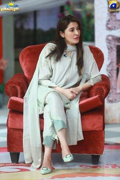 for this Tailer fit designer wear( pj style)How To Wear Trousers Style Casual 63 IdeasThis could be a way to ELONGATE trousers which are too short, but stylishly.Trousers without slit Salwar Designs, Kurta Designs Women, Kurti Designs Party Wear, Blouse Designs, Pakistani Fashion Casual, Pakistani Dresses Casual, Pakistani Dress Design, Pakistani Bridal, Muslim Fashion