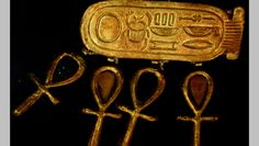 Detail of Treasures of Tutankhamun. Ancient Egyptian Jewelry, Egyptian Art, Ancient Mysteries, Ancient Artifacts, Egypt Jewelry, Key Jewelry, Yoga Jewelry, Emerald Jewelry, Gold Jewellery