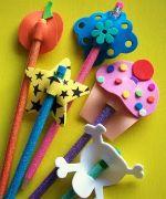 Ponteira para lápis em e.v.a - PAP da ponteira catavento no link: http://artesanatobrasil.net/ponteira-para-lapis-em-eva/