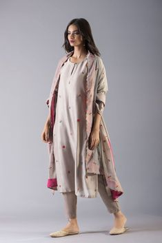 good earth stylish sustainable luxury retail goodearth in 356839970472829338 Indian Attire, Indian Wear, Indian Outfits, Pakistani Dresses Casual, Pakistani Dress Design, Casual Dresses, Fashion Dresses, Kurta Designs Women, Salwar Designs