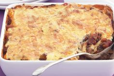Spicy mince and pasta bake Spice up your mid-week mince meal with this tasty and easy to prepare pasta bake. Baked Pasta Recipes, Mince Recipes, Cheese Recipes, Baking Recipes, Fast Recipes, Mince Pasta Bake, Greek Recipes, Winter Food