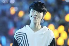 His black hair causes me to have breathing problems... HE LOOKS SO GOOD!!!! #luhan #exo
