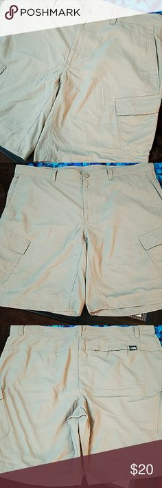?NWOT The North Face Shorts? Tan The North Face Shorts The North Face Shorts Cargo