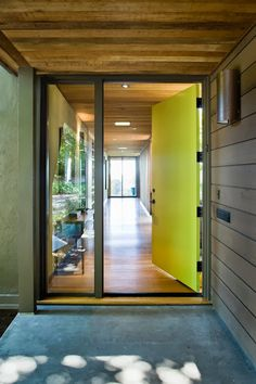 Doors Designs, Captivating Modern Entry With Yellow Green Front Door Colors Also Untreated Wooden Ceiling Material Also Modern Exterior Wall Lights And Concrete Floor Also Modern Window Design: Front Doors with Glass Designs and Ideas Design Hall, Flur Design, Modern Entry, Modern Entrance, Midcentury Modern Front Door, Modern Living, Yellow Front Doors, Front Door Colors, Solid Doors