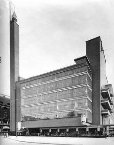 Magazijn de Bijenkorf, Rotterdam by W.M. Dudok-1930-streetview7