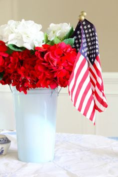 Hosting the 4th yourself? Perfect, simple and appreciative centerpiece! Patriotic {Southern Soul Mates Blog}