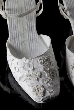 dresses, shoes, ... all made of paper
