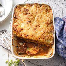 moussaka, probeer het ook met andere groente erbij zoals courgette en paprika. Alleen aubergine vind ik een beetje saai.