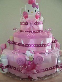 Hello Kitty Diaper Cake <3 If I have a babygirl, I want this at my babyshower ;D