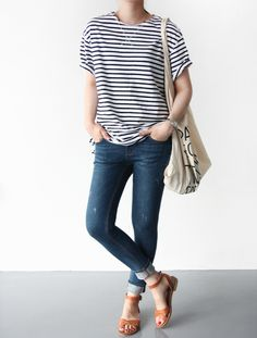 10 Ways To Wear A Striped Tee - Classy Yet Trendy One of the most versatile items in your wardrobe i Summer Weekend Outfit, Summer Outfits, Casual Outfits, Cute Outfits, Fashionable Outfits, Weekend Wear, Summer Shorts, Dress Casual, Work Outfits