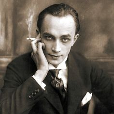 Conrad Veidt , German actor, famous for his role in the 1920 classic, The Cabinet of Dr. Caligari.