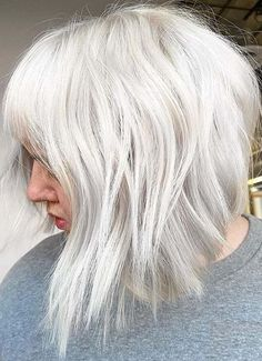 Latest Platinum Blonde Hair Color Trends to Show Off in 2020 | Stylezco Medium Short Hair, Medium Hair Cuts, Medium Hair Styles, Blonde Bob Hairstyles, Modern Hairstyles, Platinum Blonde Hair Color, Hair Color Highlights, Blonde Bobs, Cut And Style