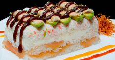 Arroz Gohan Especial -   Arroz Blanco en varias capas con tampico, salmón ahumado, camarón, furikake, aguacate, philadelphia y salsa de anguila.