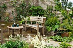 Líbí se mi, že pokud někdo chce lavičku u zdi, nemusí to nutně znamenat, že má rezognovat na zeleň a rostliny.