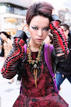 Hirari in Harajuku, by tokyofashion via Flickr