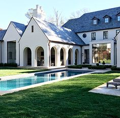 Country House Architecture Spitzmiller & Norris Landscape Howard Design Studio American Transitional English Country Rear Facade by Spitzmiller and Norris Home Modern, Dream House Exterior, Facade House, House Facades, House Floor, Country Style Homes, Design Studio, House Goals, Home Fashion