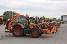 Narancssárga Fendt traktorok.http://www.axial.hu/hirek/fendt/narancssarga-fendt-traktorok-az-utakon/hu