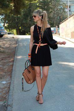 Shirt: Topshop  Skirt: c/o Club Couture  Shoes: Zara  Bag: Aldo  Sunnies: Ray Ban