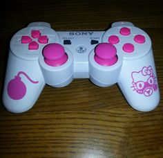 Hello Kitty PS3 controller! That's more like it!